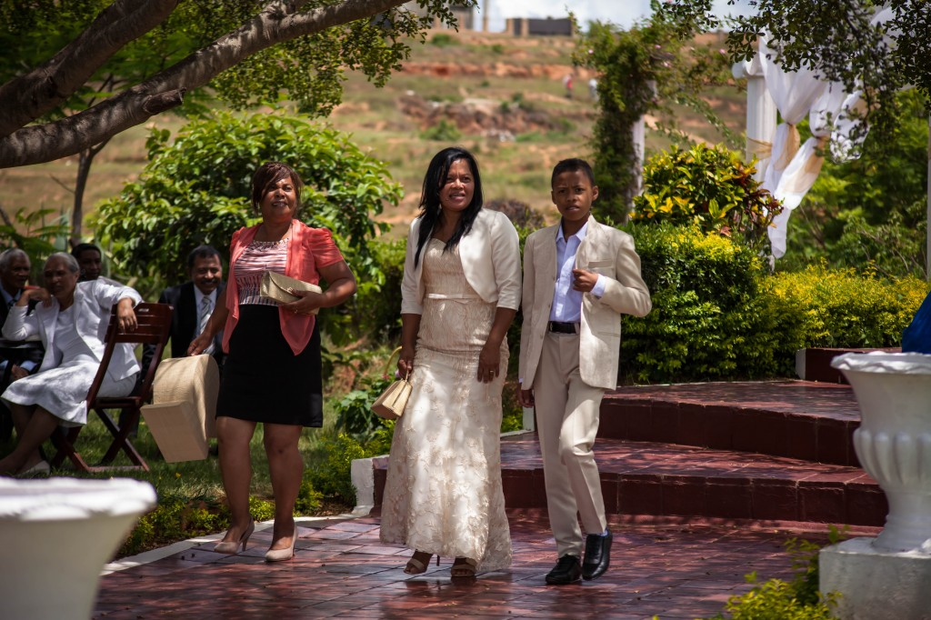 Arrivée-mariés-invités-mariage-espace-Colonnades-Antananarivo-Niavo & Fepy (5)