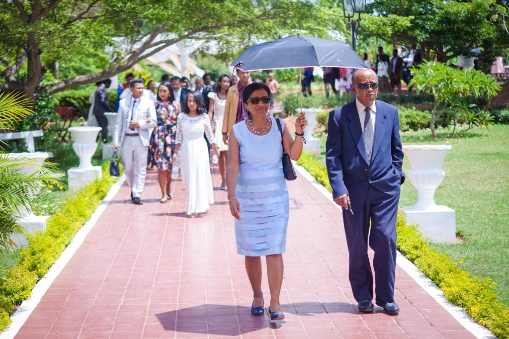 Arrivée-mariés-invités-mariage-espace-Colonnades-Antananarivo-Niavo & Fepy (7)