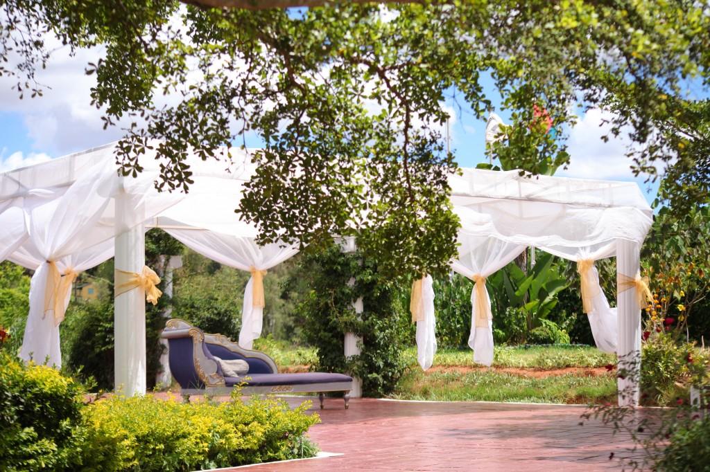 Déco-externe-mariage-espace-Colonnades-Antananarivo-Niavo & Fepy (4)