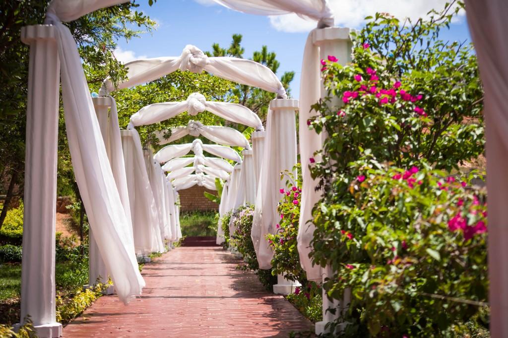 Déco-externe-mariage-espace-Colonnades-Antananarivo-Niavo & Fepy (5)