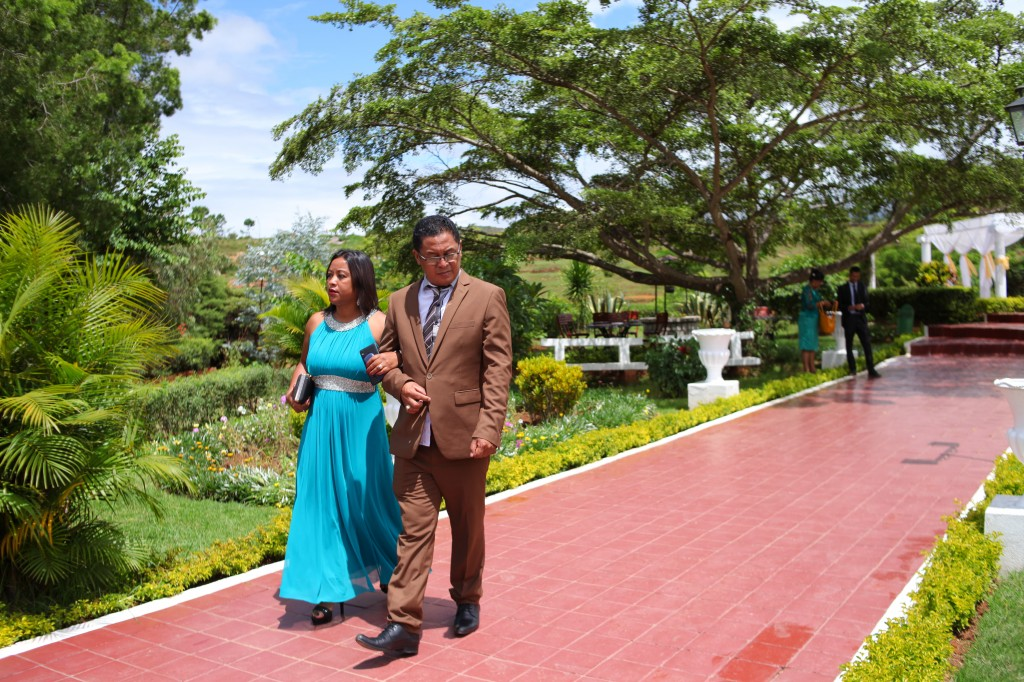 Mariage-espace-colonnades-Miarana-Mitantsoa-arrivée-invités (2)