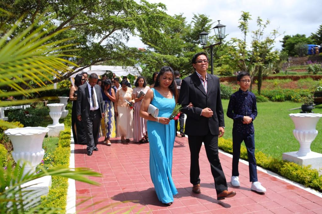 Mariage-espace-colonnades-Miarana-Mitantsoa-arrivée-invités (5)