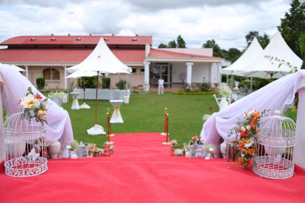 Mariage-espace-colonnades-Miarana-Mitantsoa-décoration-jardin (4)
