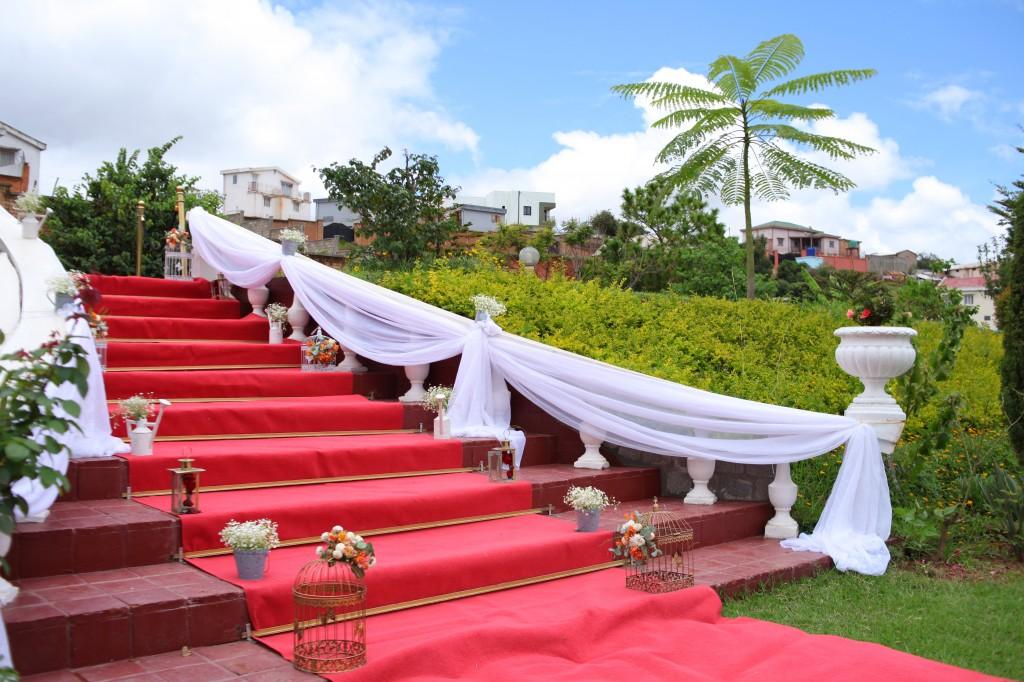 Mariage-espace-colonnades-Miarana-Mitantsoa-décoration-jardin (5)
