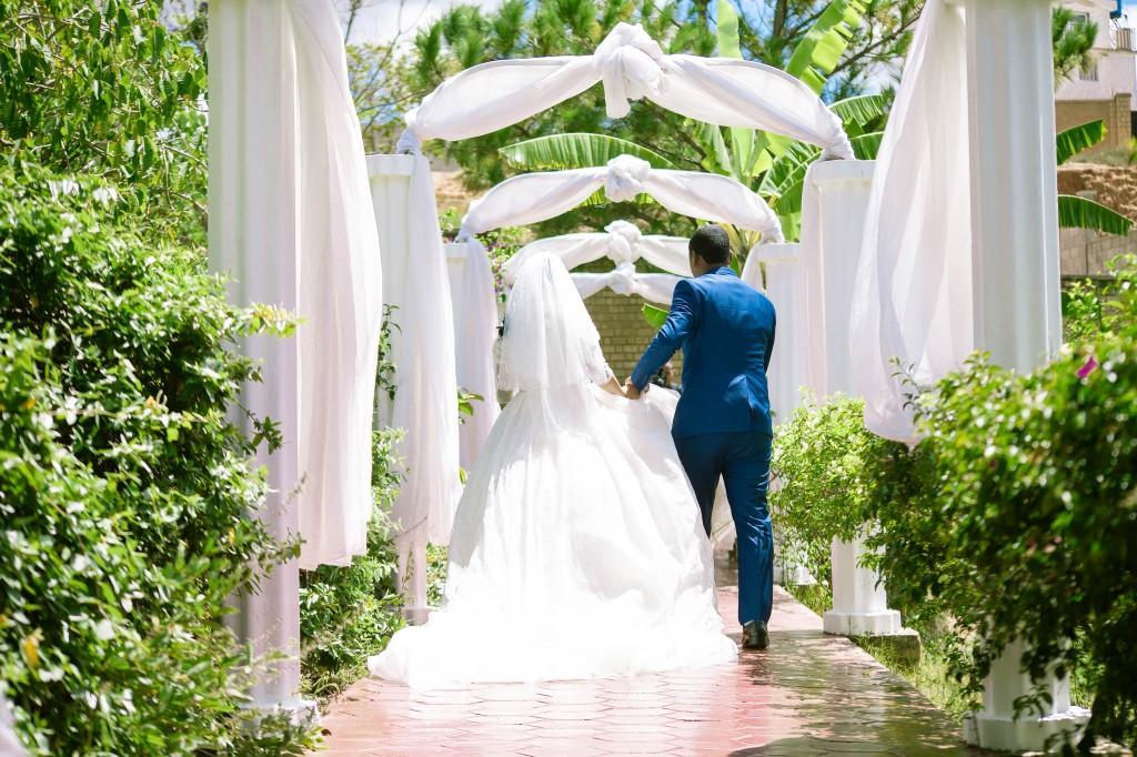 Tapis-rouge-entrée-salle-mariage-espace-Colonnades-Antananarivo-Niavo & Fepy (1)