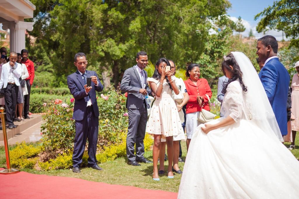 Tapis-rouge-entrée-salle-mariage-espace-Colonnades-Antananarivo-Niavo & Fepy (5)