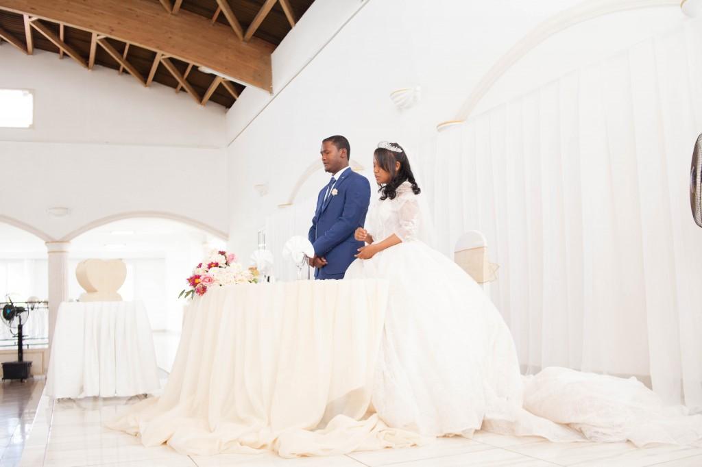 Tapis-rouge-entrée-salle-mariage-espace-Colonnades-Antananarivo-Niavo & Fepy (9)