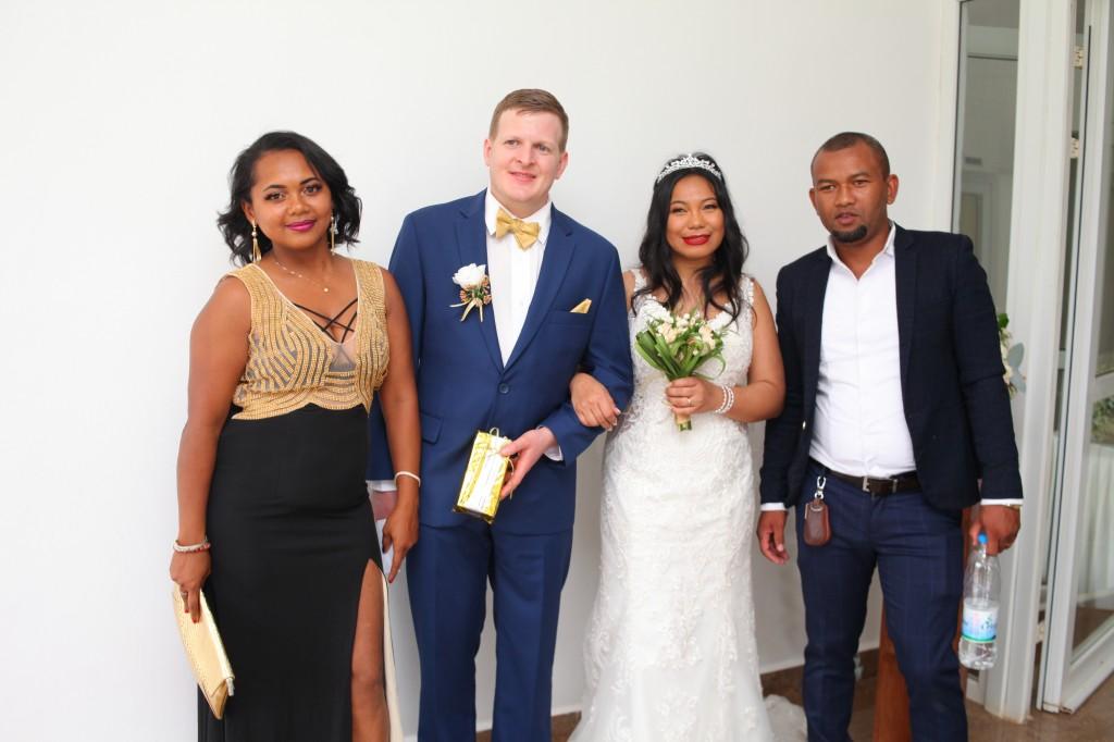 Arrivée-mariés-mariage-mixte-américano-malgache-Carl-Zo-espace-colonnades (14)