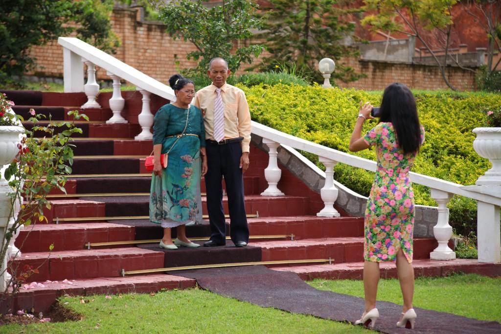 Extérieur-mariage-mixte-américano-malgache-Carl-Zo-espace-colonnades (5)