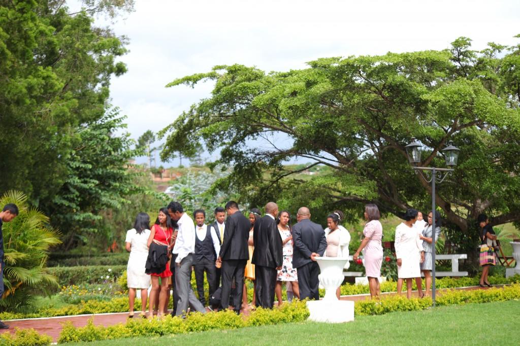 Extérieur-mariage-mixte-américano-malgache-Carl-Zo-espace-colonnades (6)