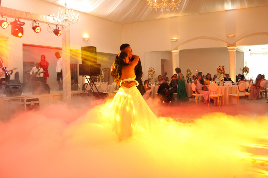 Mariage-espace-colonnades-Miarana-Mitantsoa-danse-ouverture-bal (2)