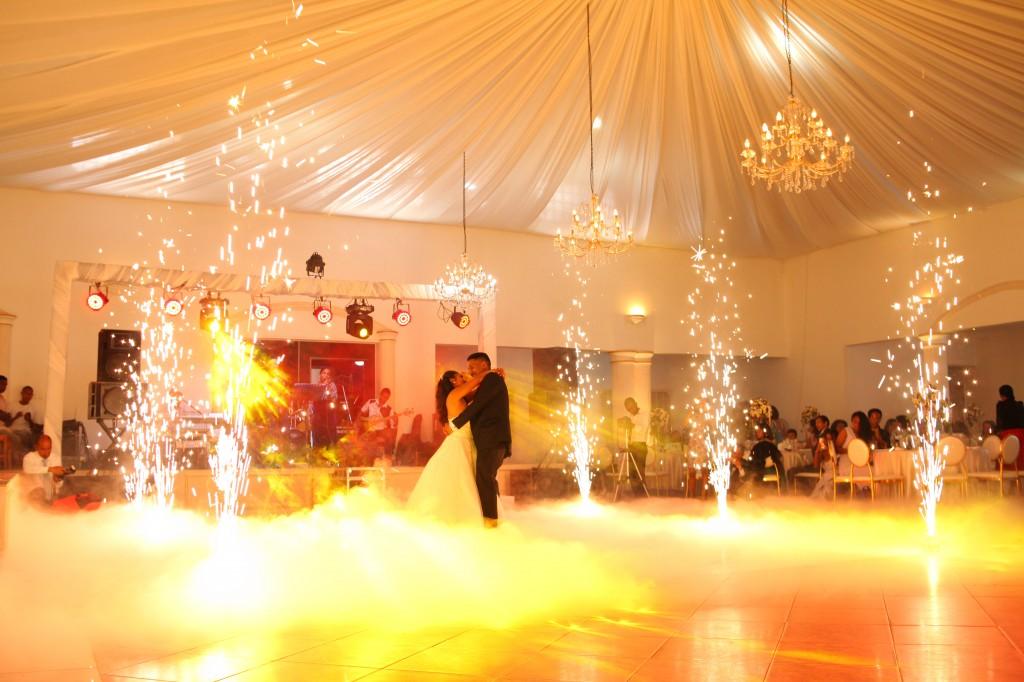Mariage-espace-colonnades-Miarana-Mitantsoa-danse-ouverture-bal (3)