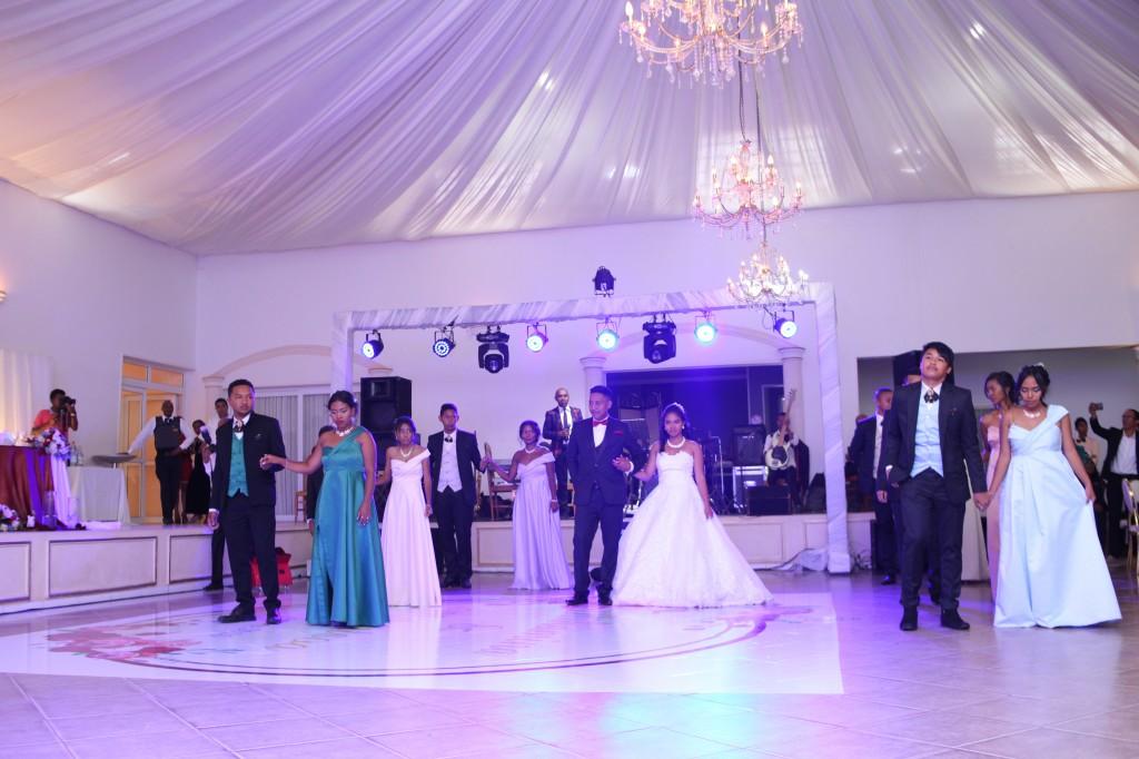 Mariage-espace-colonnades-Miarana-Mitantsoa-marche-nuptiale-ambiance-salle-de-reception (3)