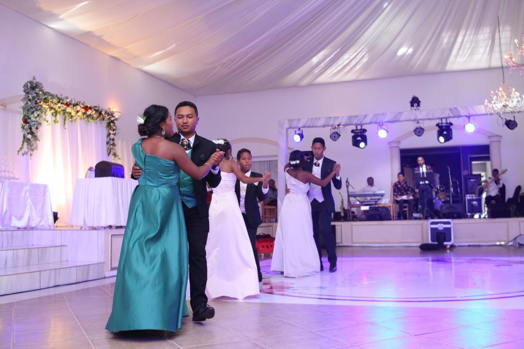 Mariage-espace-colonnades-Miarana-Mitantsoa-marche-nuptiale-ambiance-salle-de-reception (4)