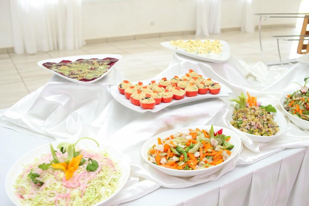 grand-buffet-mariage-mixte-américano-malgache-Carl-Zo-espace-colonnades (1)
