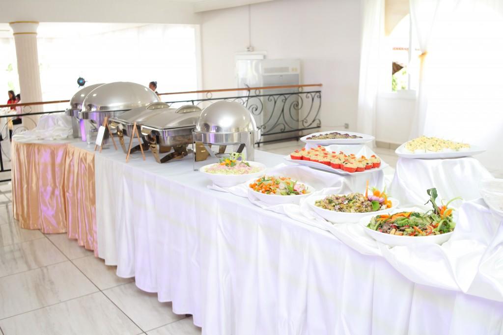 grand-buffet-mariage-mixte-américano-malgache-Carl-Zo-espace-colonnades (2)