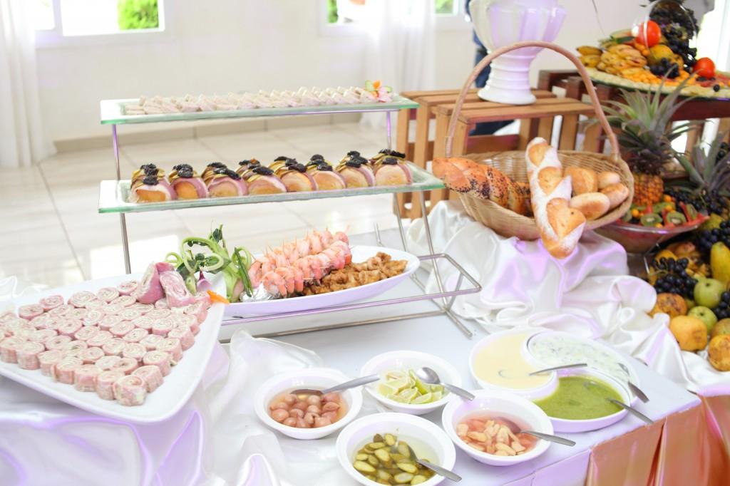 grand-buffet-mariage-mixte-américano-malgache-Carl-Zo-espace-colonnades (3)