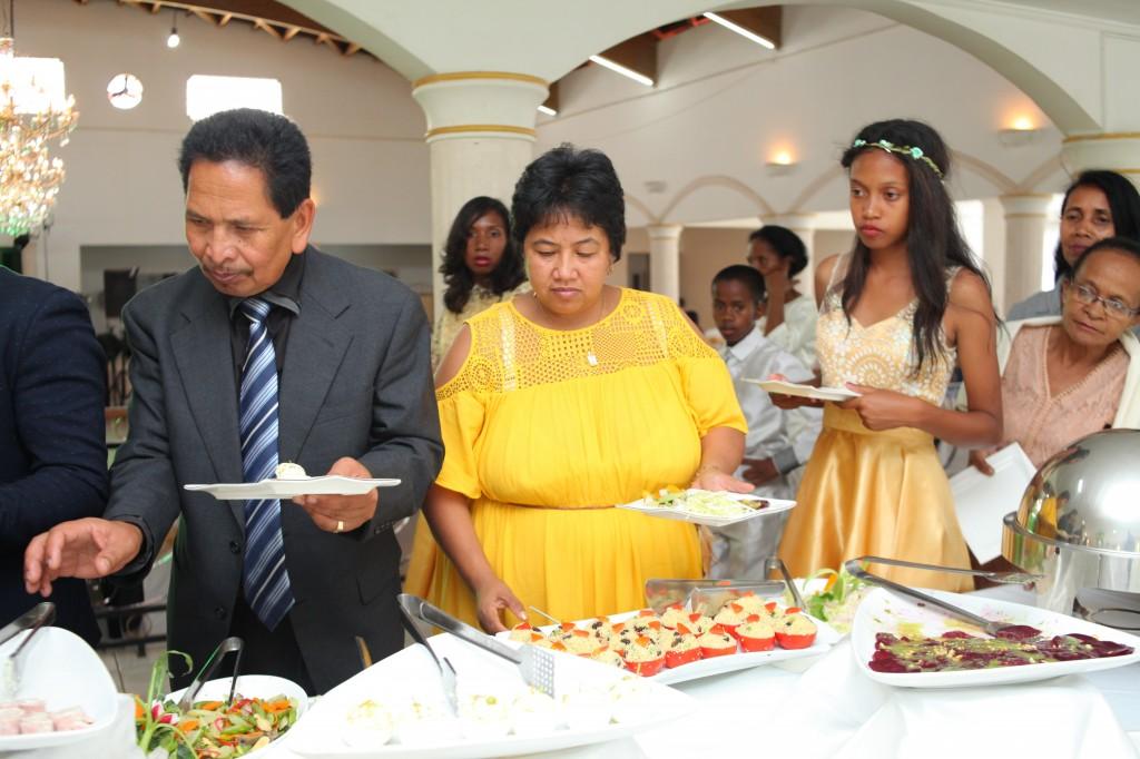 grand-buffet-mariage-mixte-américano-malgache-Carl-Zo-espace-colonnades (9)