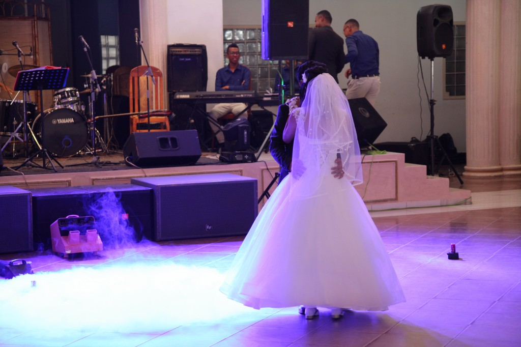 Ambiance-orchestre-salle-réception-mariage-Toavina-Mbola-espace-Colonnades (2)