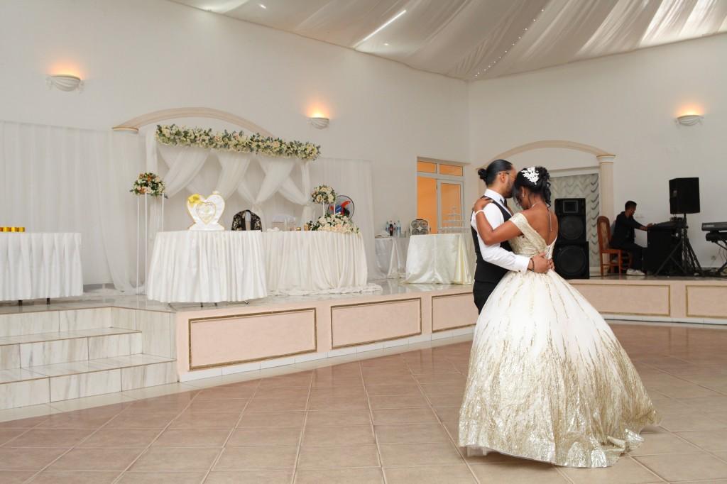 Ambiance-salle-réceptio-Colonnades-mariage-Aina&Anja (2)