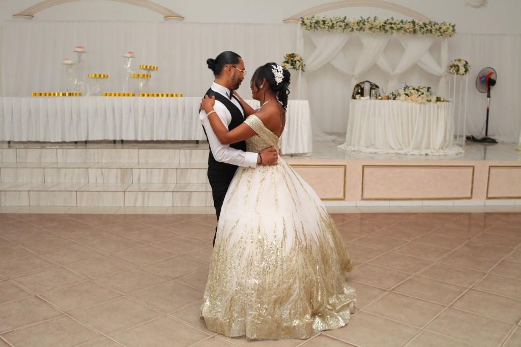 Ambiance-salle-réceptio-Colonnades-mariage-Aina&Anja (3)