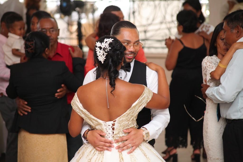 Ambiance-salle-réceptio-Colonnades-mariage-Aina&Anja (4)