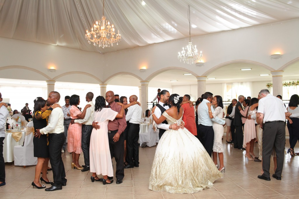 Ambiance-salle-réceptio-Colonnades-mariage-Aina&Anja (5)