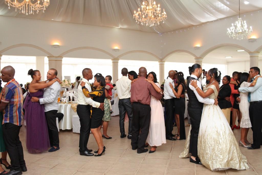 Ambiance-salle-réceptio-Colonnades-mariage-Aina&Anja (6)