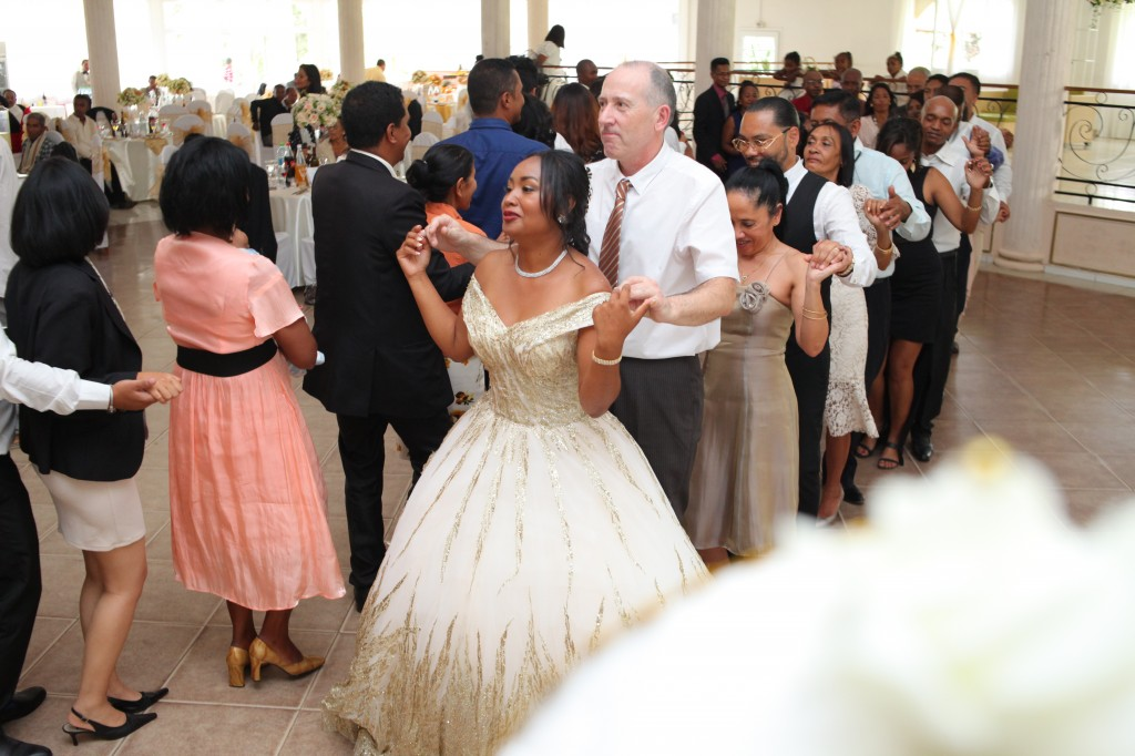 Ambiance-salle-réceptio-Colonnades-mariage-Aina&Anja (9)