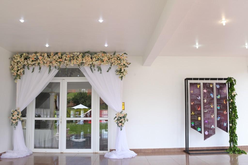 Décoration-extérieur-jardin-mariage-Toavina-Mbola-espace-Colonnades (1)