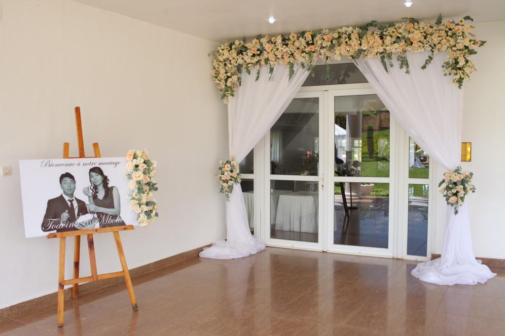 Décoration-extérieur-jardin-mariage-Toavina-Mbola-espace-Colonnades (2)
