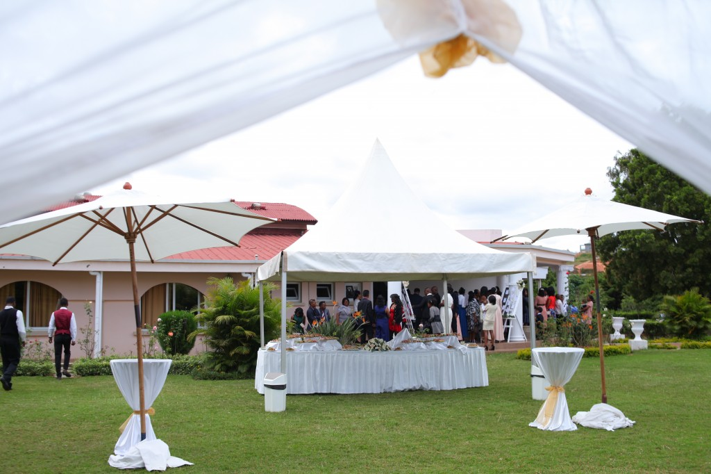 Décoration-externe-jardin-Colonnades-mariage-Aina&Anja (3)