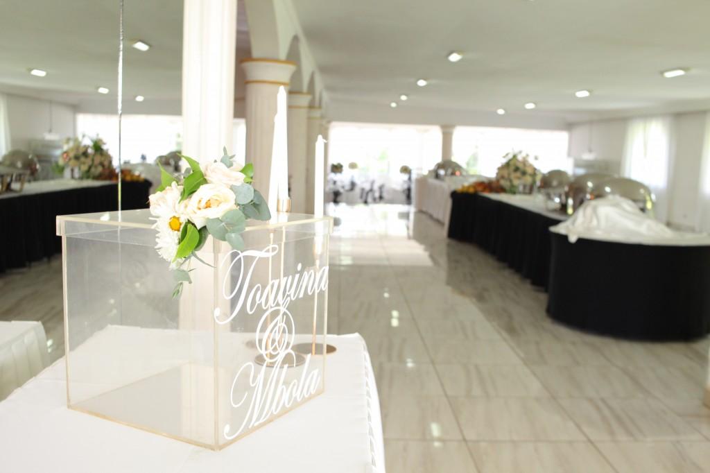 Décoration-salle-mariage-Toavina-Mbola-espace-Colonnades (10)