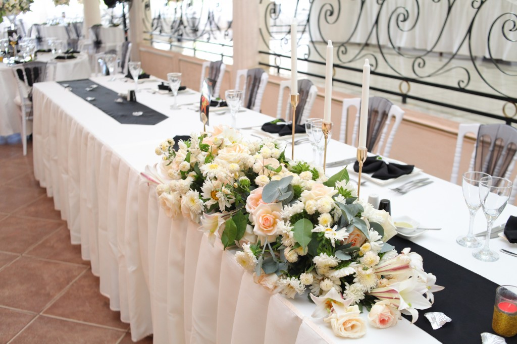Décoration-salle-mariage-Toavina-Mbola-espace-Colonnades (4)
