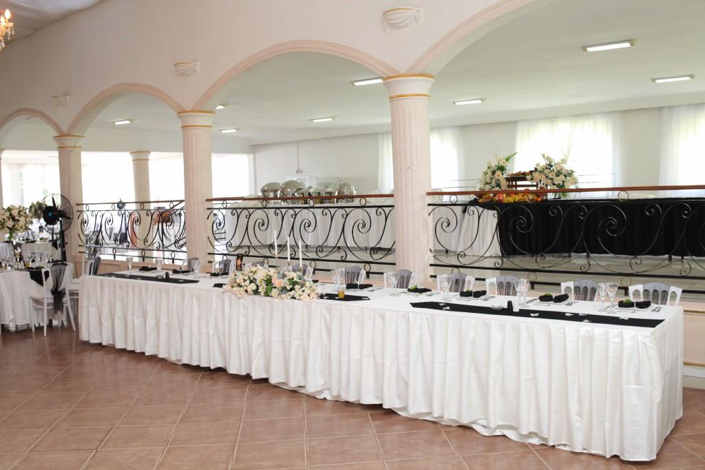 Décoration-salle-mariage-Toavina-Mbola-espace-Colonnades (9)