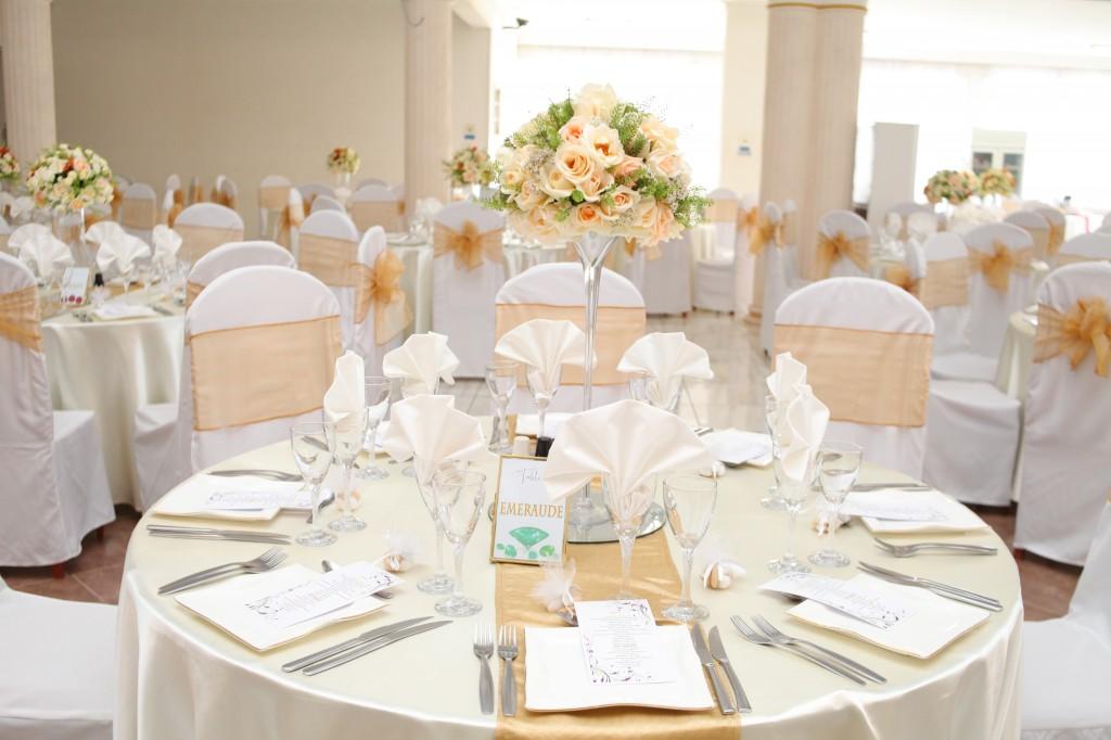 Décoration-salle-réception-Colonnades-mariage-Aina&Anja (1)