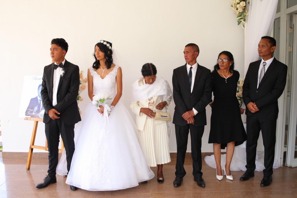 Entrée-salle-réception-mariage-Toavina-Mbola-espace-Colonnades (1)
