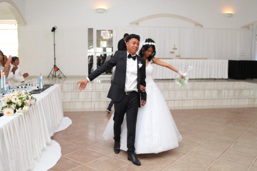 Entrée-salle-réception-mariage-Toavina-Mbola-espace-Colonnades (4)