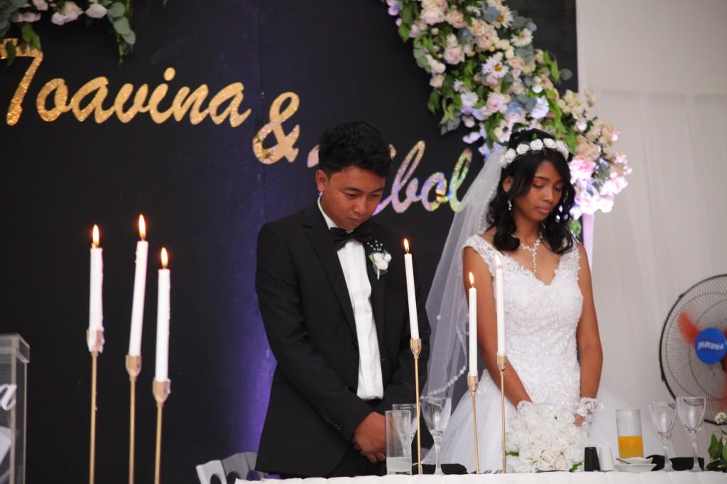 Entrée-salle-réception-mariage-Toavina-Mbola-espace-Colonnades (6)