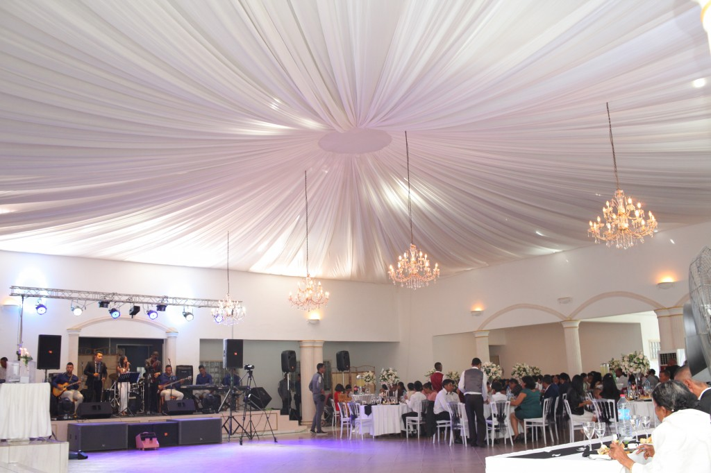 Formule-grand-buffet-salle-réception-mariage-Toavina-Mbola-espace-Colonnades (1)