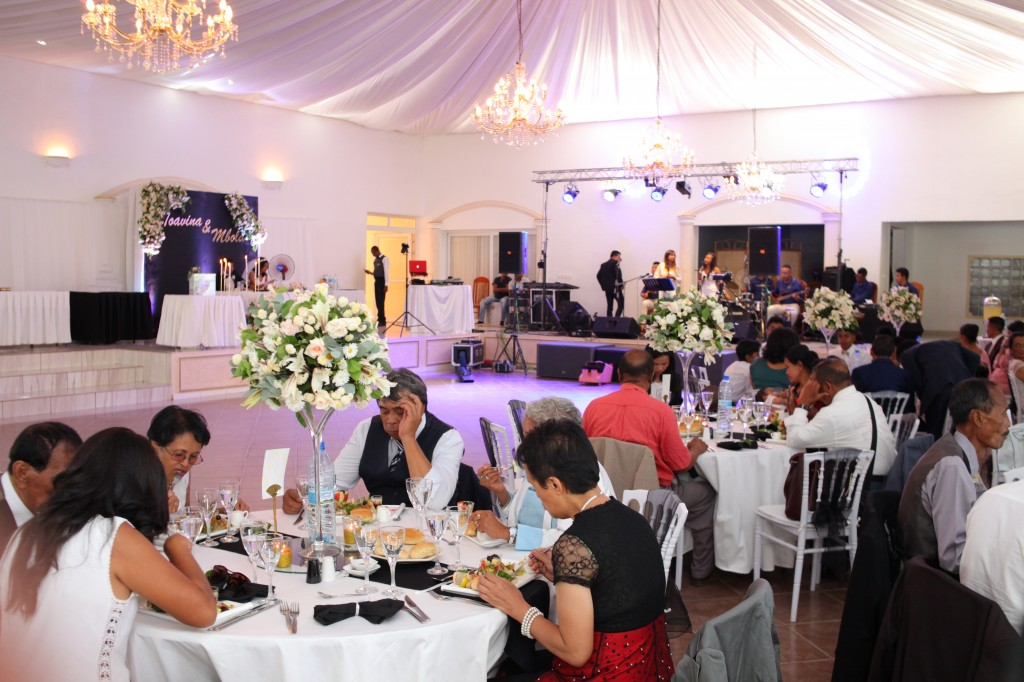 Formule-grand-buffet-salle-réception-mariage-Toavina-Mbola-espace-Colonnades (10)