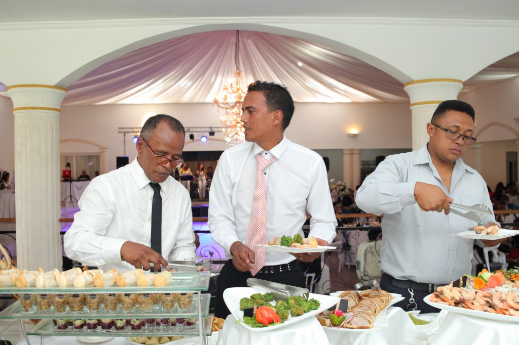Formule-grand-buffet-salle-réception-mariage-Toavina-Mbola-espace-Colonnades (6)