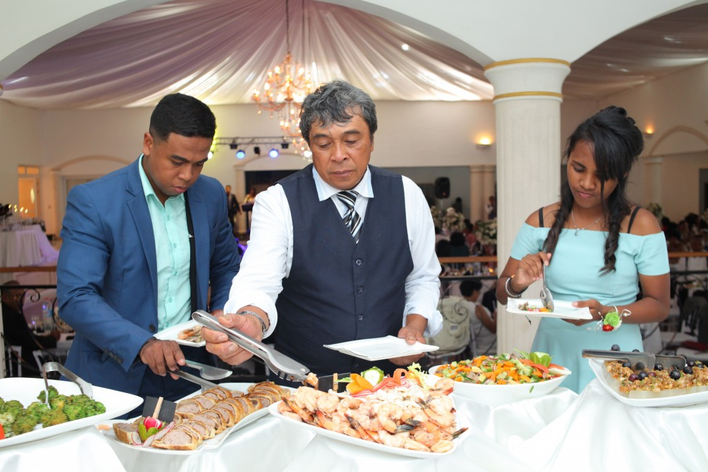 Formule-grand-buffet-salle-réception-mariage-Toavina-Mbola-espace-Colonnades (8)
