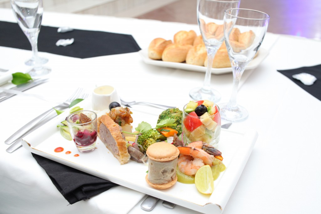 Formule-grand-buffet-salle-réception-mariage-Toavina-Mbola-espace-Colonnades (9)