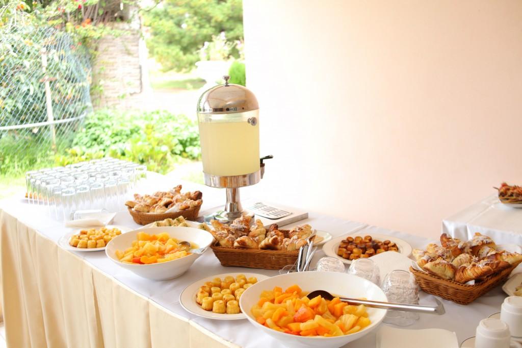 Pause-café-vodiondry-petite-salle-Colonnades-mariage-Aina&Anja (3)