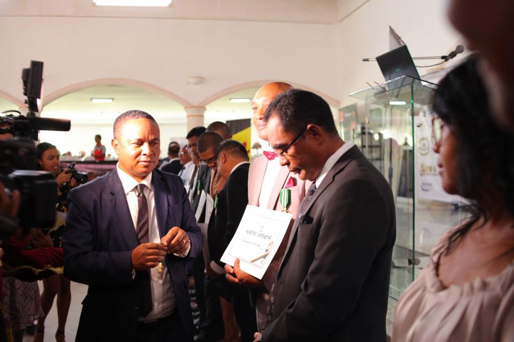 Remise de prix FSAM-Fédération-Sport-Automibile-2019-2020-salle-réception-Colonnades-Antananarivo-Madagascar (31)