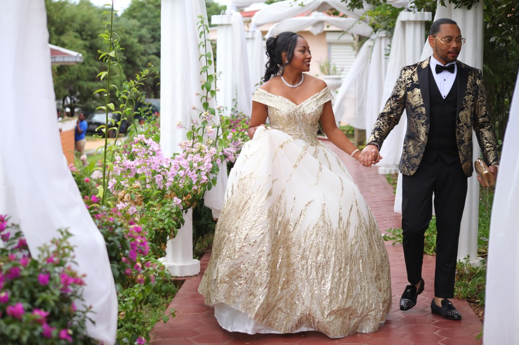 Tapis-rouge-jardin-Colonnades-mariage-Aina&Anja (2)
