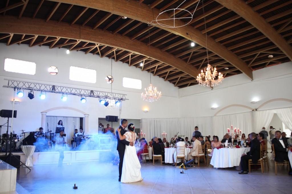 Ambiance-salle-mariage-Antananarivo-Colonnades-Tojo-Irina (10)