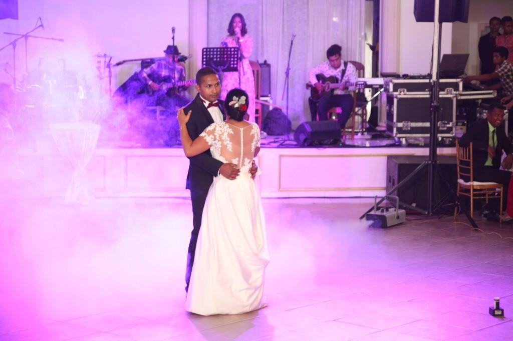 Ambiance-salle-mariage-Antananarivo-Colonnades-Tojo-Irina (11)