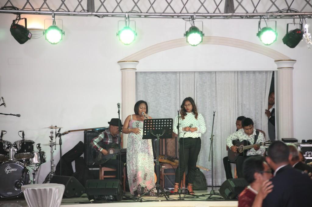 Ambiance-salle-mariage-Antananarivo-Colonnades-Tojo-Irina (14)